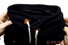 EM-Reviews_Sudadera_negra_con_cuello_alto_de_mujer_AUXO6221
